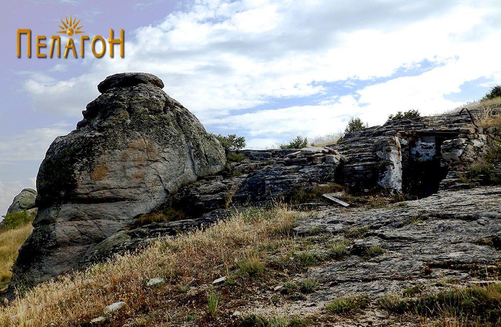 Гробницата и карпата - хероон 2