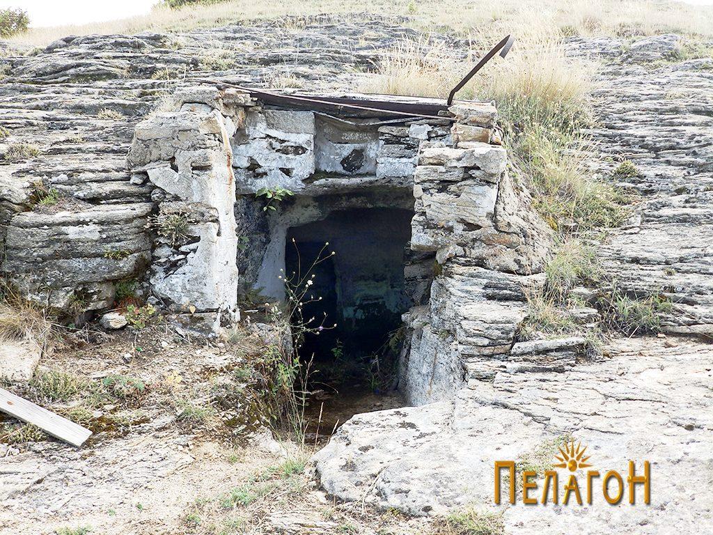 Гробницата со надградба од поново време