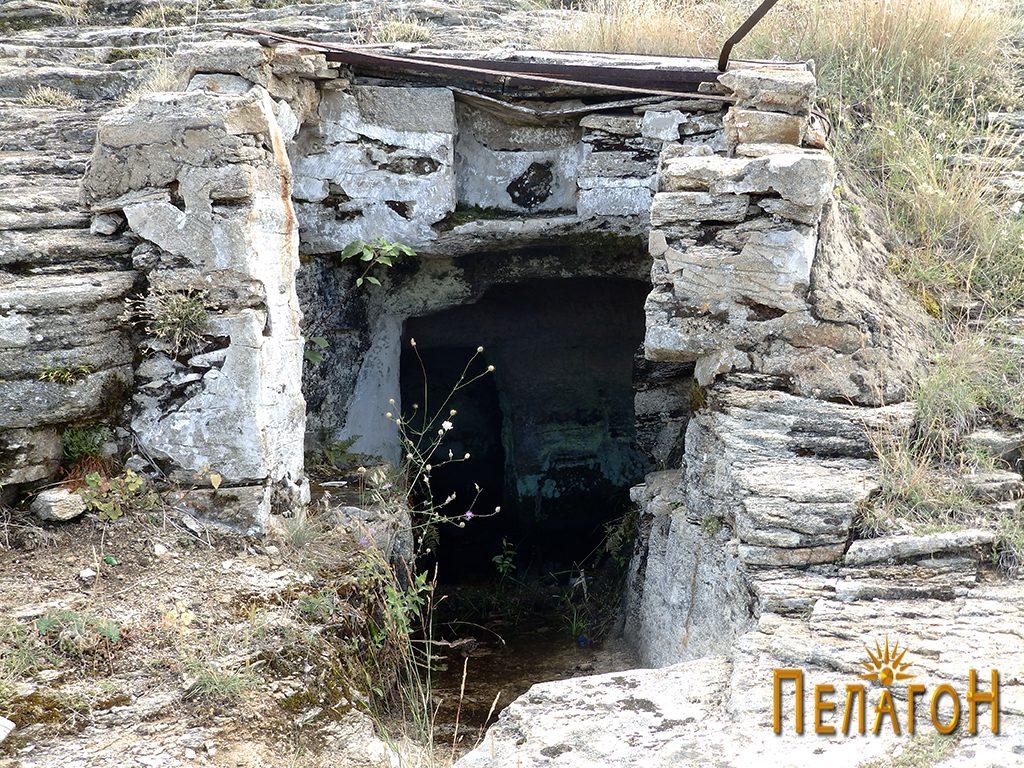 Гробницата со надградба од поново време 2
