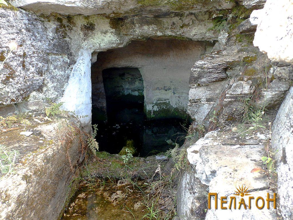 Гробницата со дромосот ипросториите