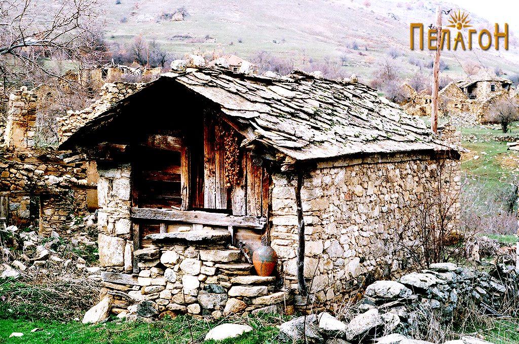 Зачуван објект во, речиси, испустеното село Кокре