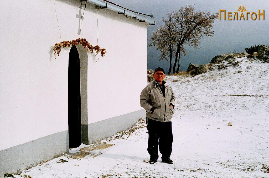 Калин Чапоски од селото Полчиште пред една од црквите посветени на св. Пантелејмон