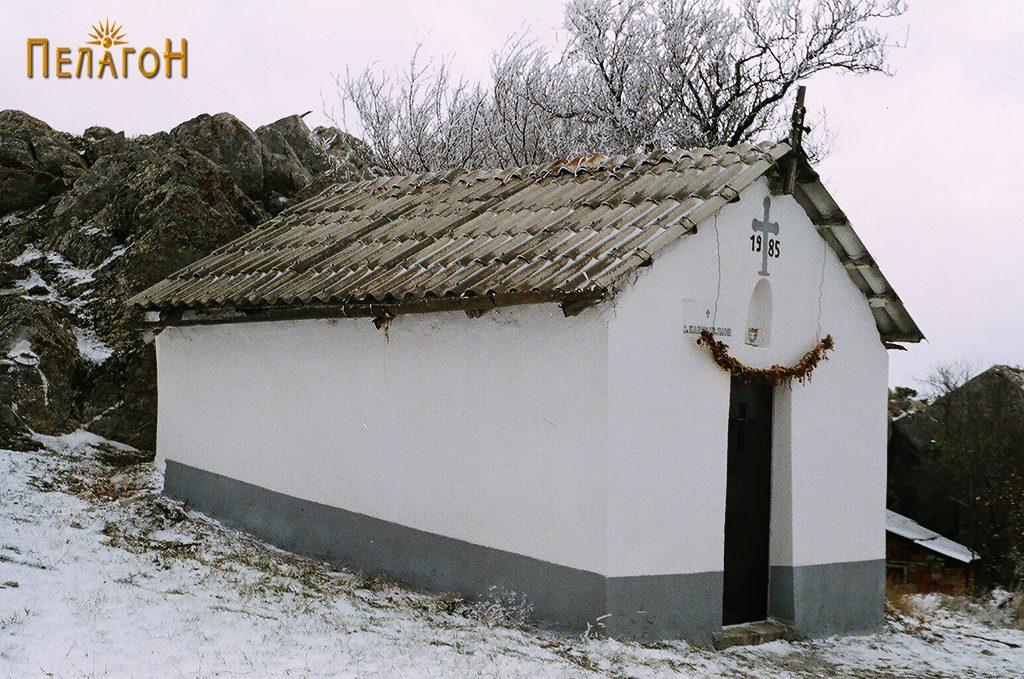 Помалата црква на Панделе