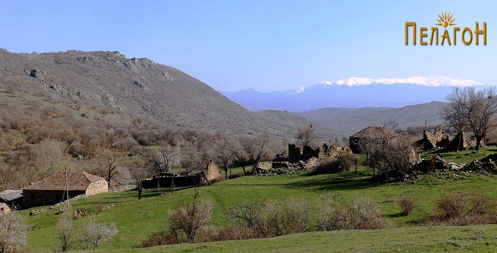 Дел од селото Кокре - распаднати куќи