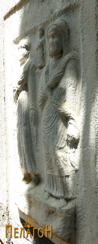 Споменимсо релјеф со три човечки фигури - профил на женската фигура