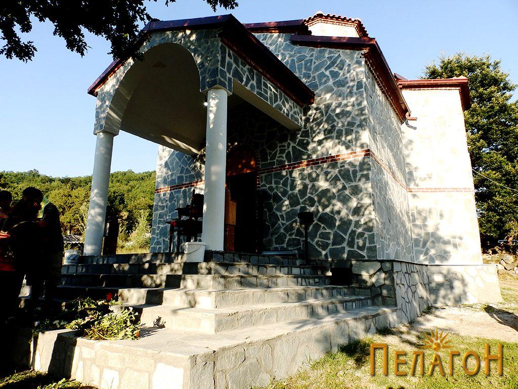 """Пред новата црква на манастирот """"Св. Петка"""""""