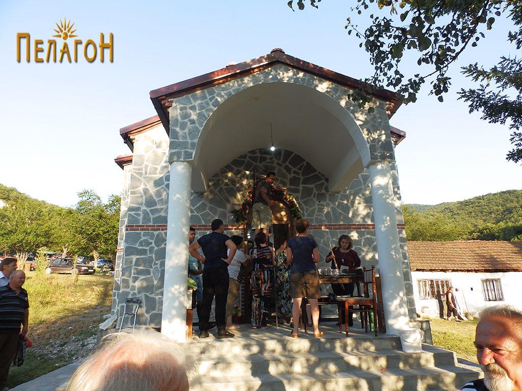 """Пред новата црква на манастирот """"Св. Петка"""" 2"""