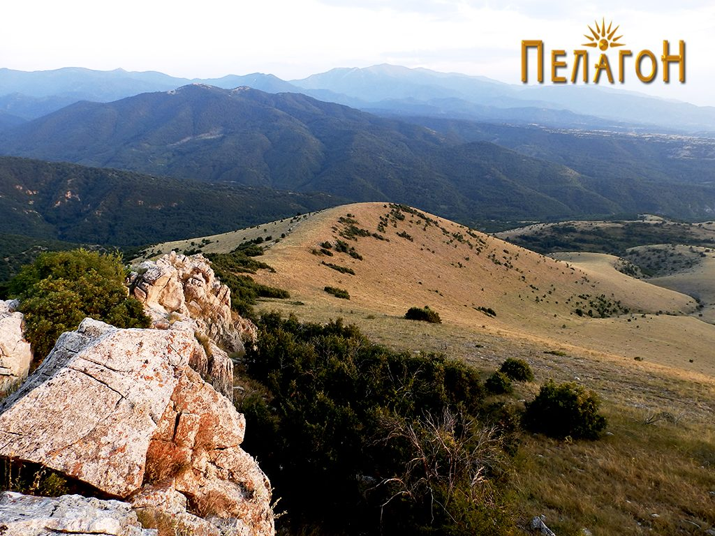 "Поглед од Панделе кон Сатока и ""Св. Петка"""