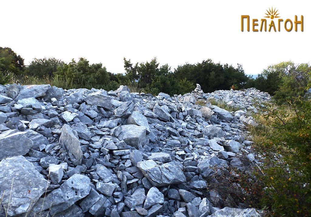 Остатоци од ѕидот на старото утврдување