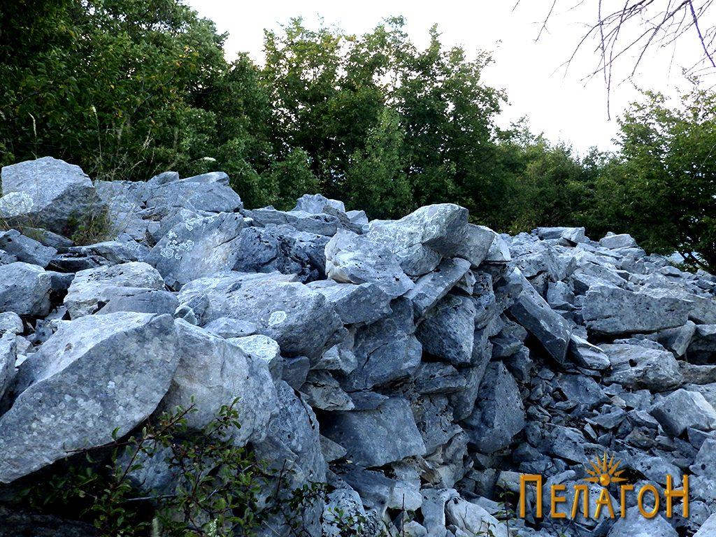 Остатоци од ѕидот на старото утврдување 5