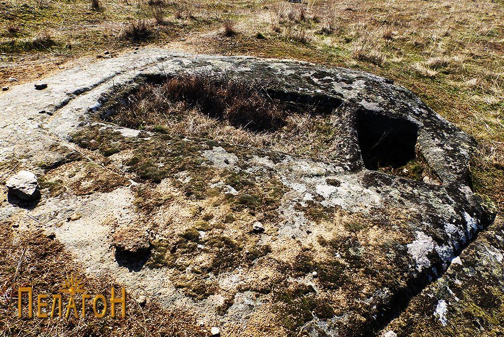 Винарник во карпа во рамките на некрополата