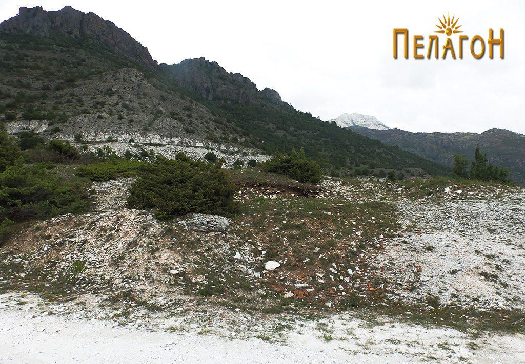 """Раскопана тумба со стара градба на плато повисоко од локалитетот """"Садои"""""""