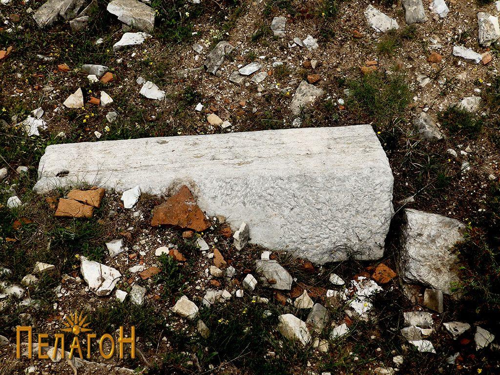 Камен блок од храмот