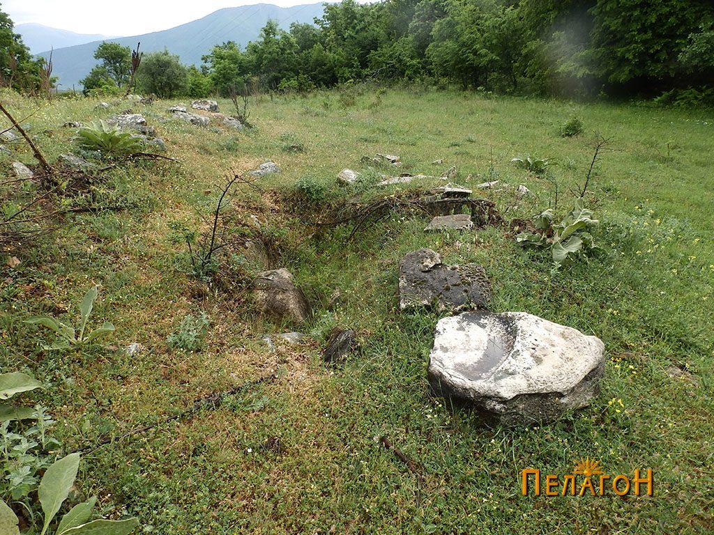 Раскопан дел од рамниот дел на локалитетот