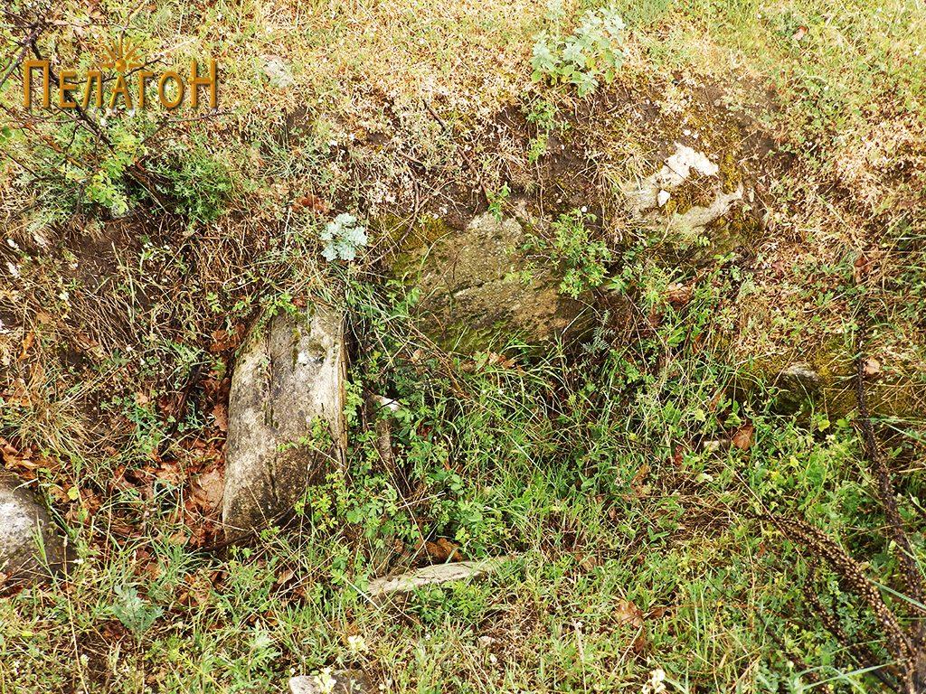 Раскопан дел со траги од ѕид на рамниот дел - агората