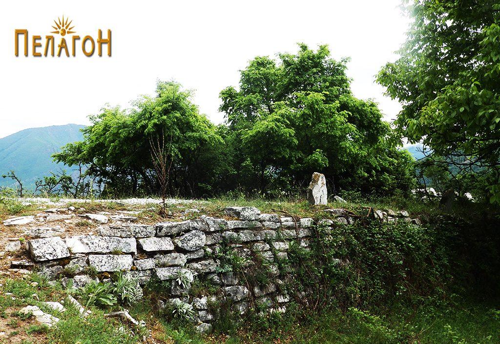 """Подѕидок од стариот пат за Скопје во близина на л. """"Садои"""""""