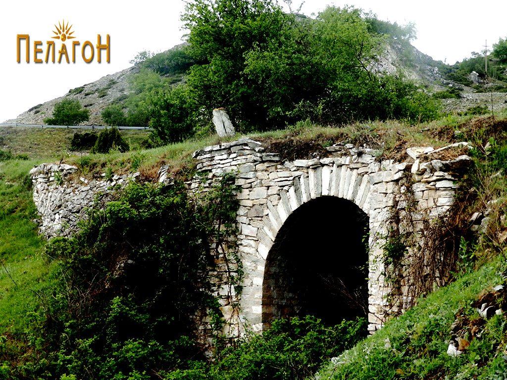 """Мост на стариот пат за Скопје во близина на л. """"Садои"""""""
