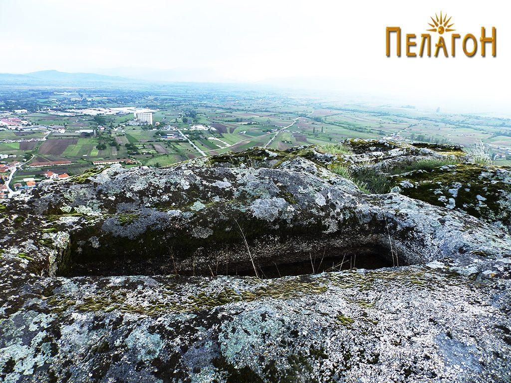 """Еден од гробовите во карпа од некрополата од југозападната страна на """"Рамниште"""" 2"""