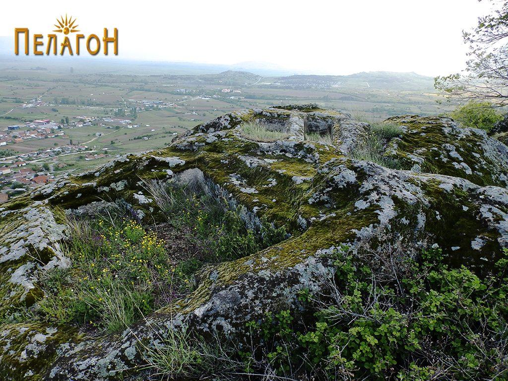 """Неколку гроба од некрополата во камен од југозападната страна на """"Рамниште"""" 2"""