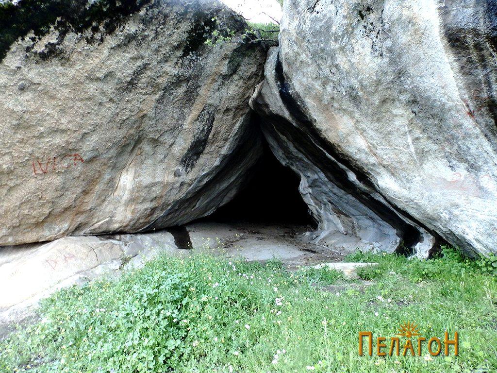 """Пештерата на """"Шарен Килим"""""""