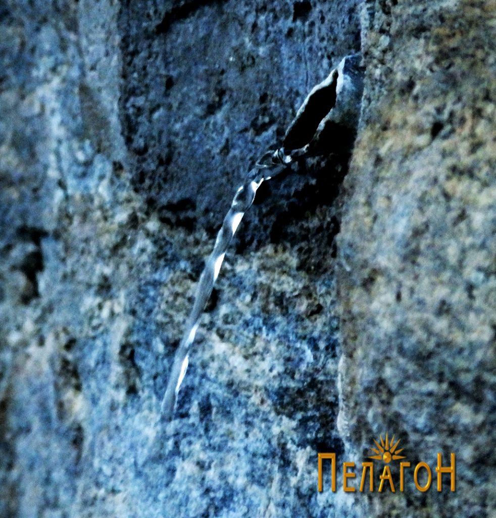 Изворот од карпата