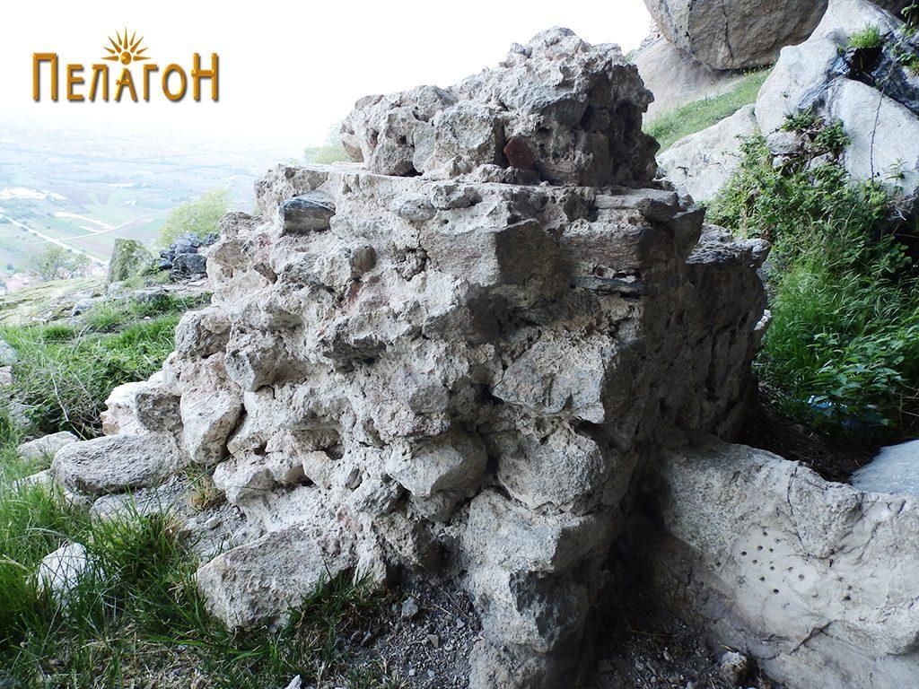 Објектот од масивен ѕид - жртвеник