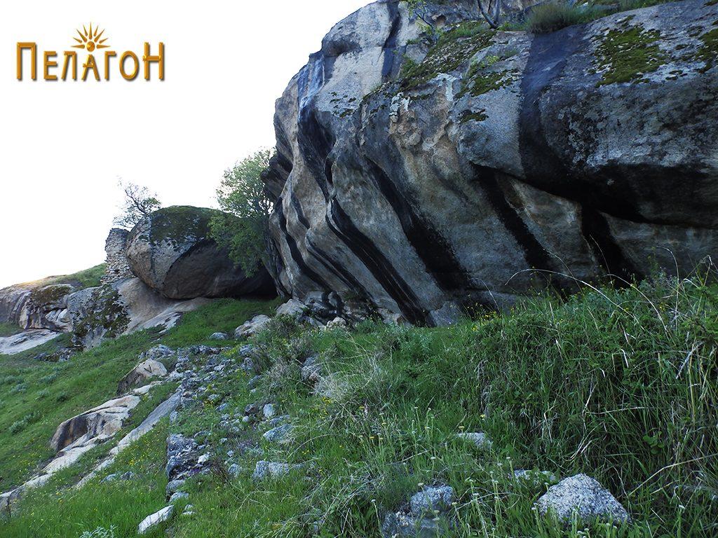 """Остатоци од градбата до карпата """"Шарен Килим"""""""