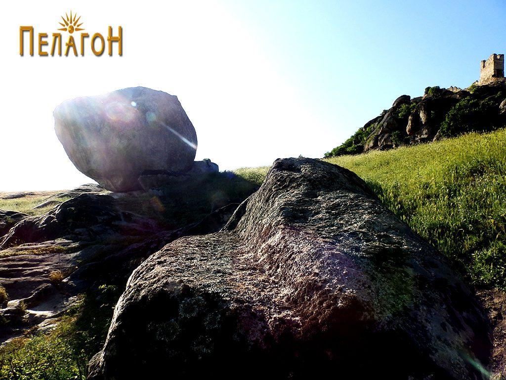 """Врежана тераса на карпа од југоисточната страна на """"Рамниште"""""""