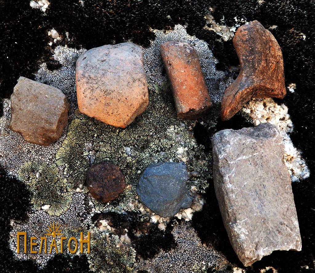 """Фрагменти од керамички садови, камени орудија и предмети од метал од """"Рамниште"""""""