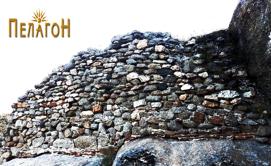"""Остаток од ѕид од источната страна на """"Шарен Килим"""""""