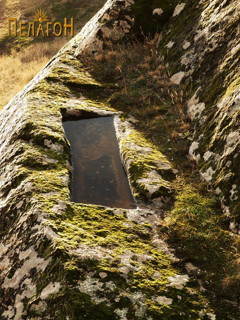 Камена тераса со резервоар