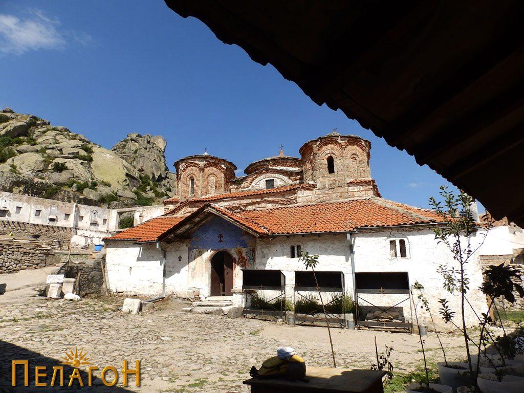 """Црквата во манастирот """"Успение на Пресвета Богородица - Трескавец"""" кај Прилеп 2"""