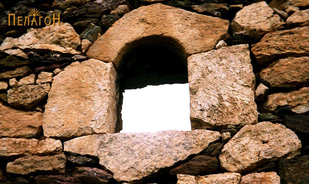 Мало камено пенџерче