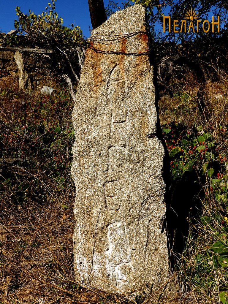 Камен столб со името на Ангеле