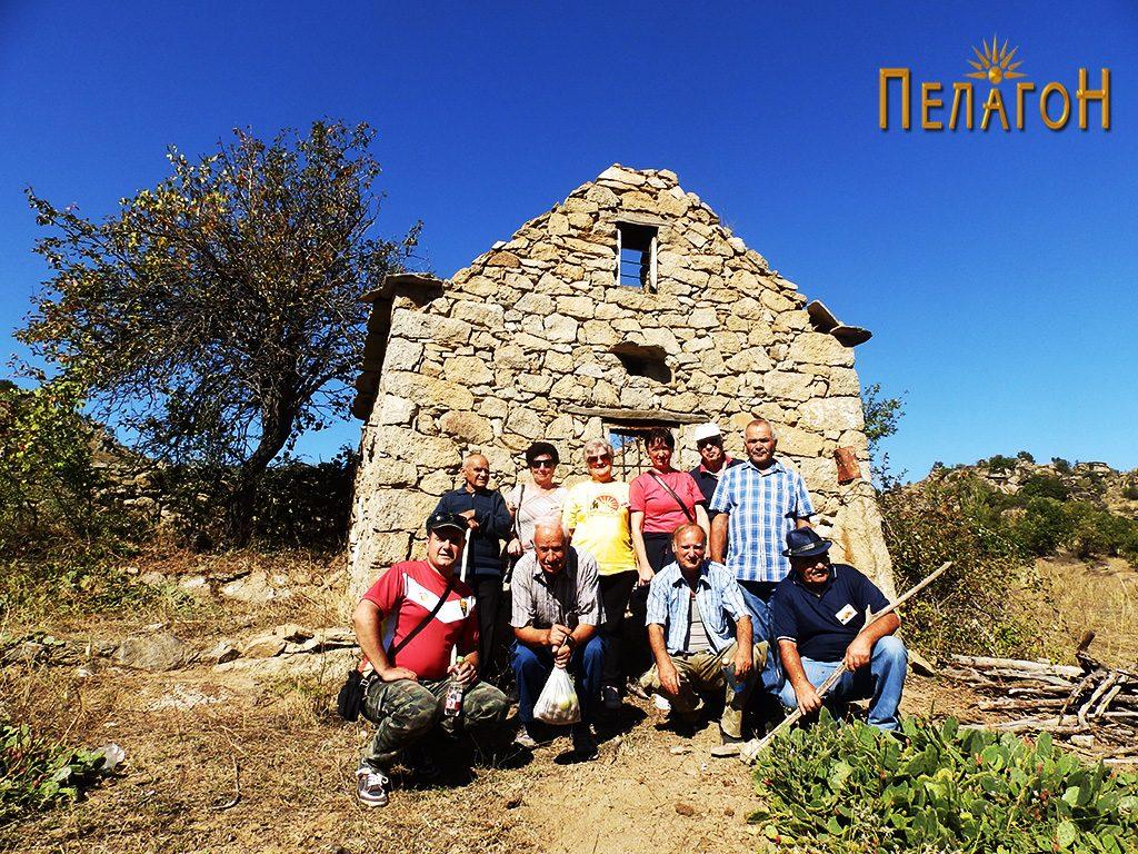 Групата која го посети Ѕидот од Ангеле