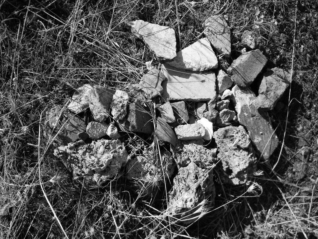Археолошки материјал изваден при раскопувањето на јамата на ридот