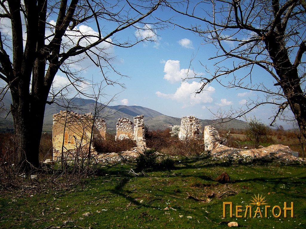 Остатоци од старата жандармериска станица меѓу селата Царевиќ и Тројаци