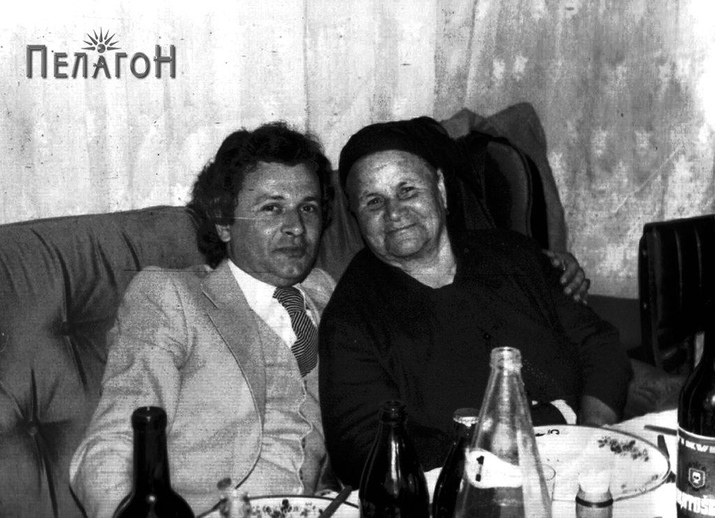 Марија Мицкоска со внукот