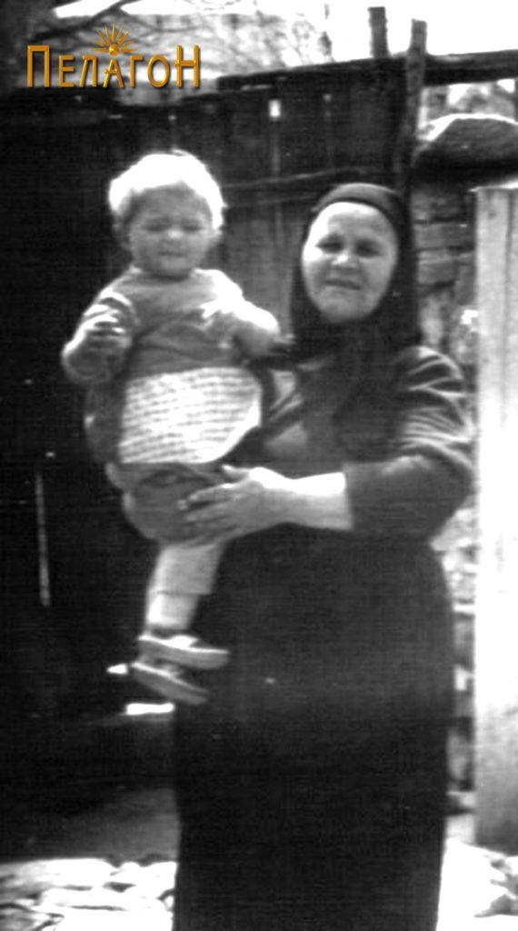 Марија Мицкоска со правнука