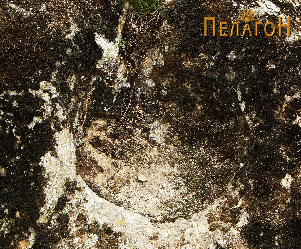 Крушно обработена форма во понискиот дел на карпата 2