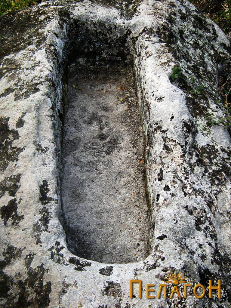 "Гробот на ""ученикот"" на св. Климент и св. Наум"