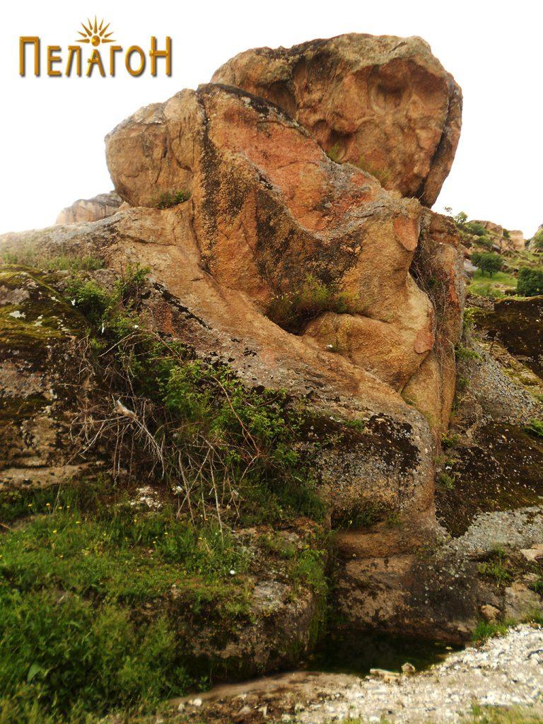 Култната карпа - ан фас
