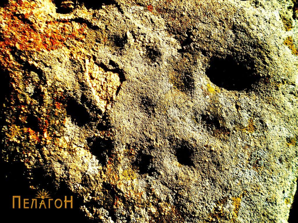 Симболиката со мали кружни јами - соларен симбол