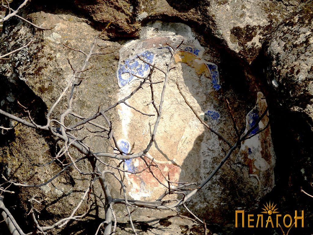 Оштетен живопис во ниша од поширокиот комплекс