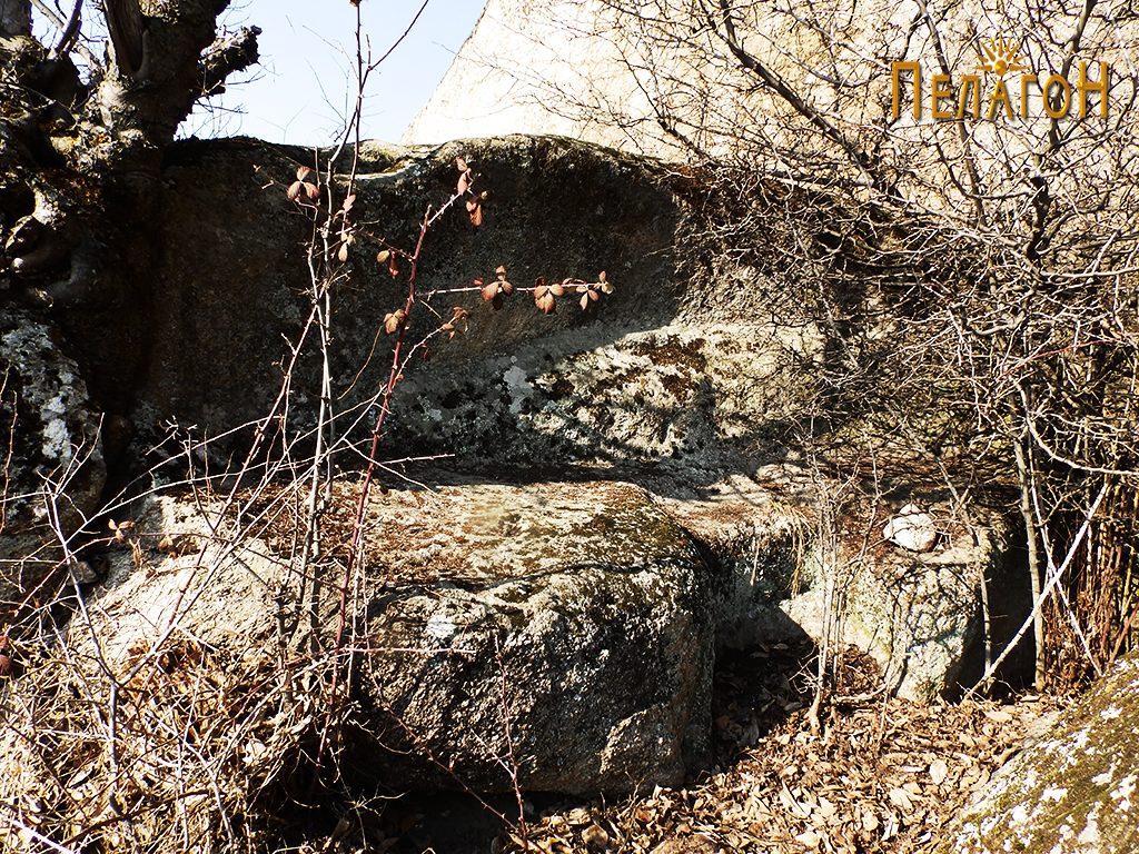 """Голем оформен дел од карпа во централниот простор на """"Светецот"""" 2"""