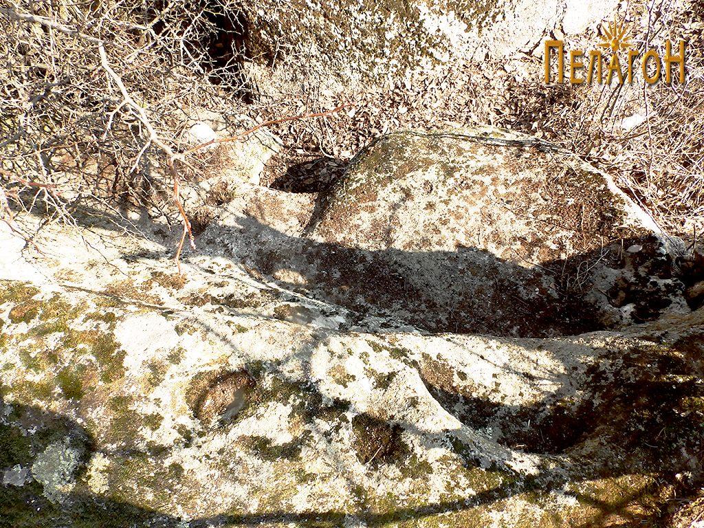 """Голем оформен дел од карпа во централниот простор на """"Светецот"""""""