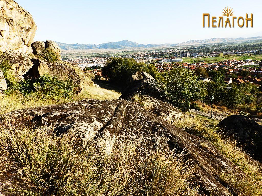 """Убаво оформен дел од карпа - дел од стара градба во близина на """"Светецот"""" 3"""