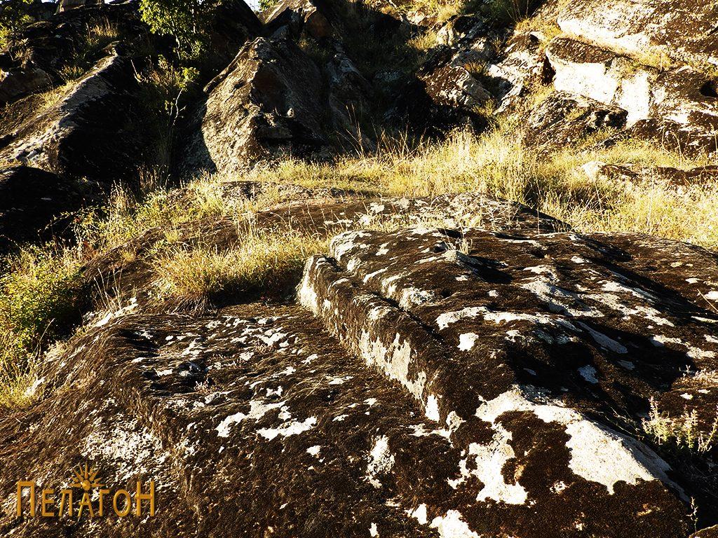 """Убаво оформен дел од карпа - дел од стара градба во близина на """"Светецот"""" 2"""