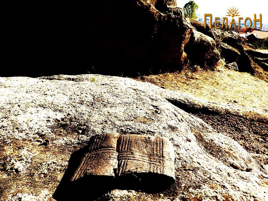"""Фрагмент од украсена тегула или друг керамички предмет кај """"Слонот"""" 3"""