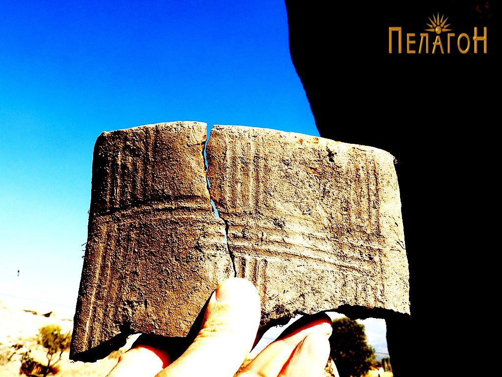 """Фрагмент од украсена тегула или друг керамички предмет кај """"Слонот"""""""